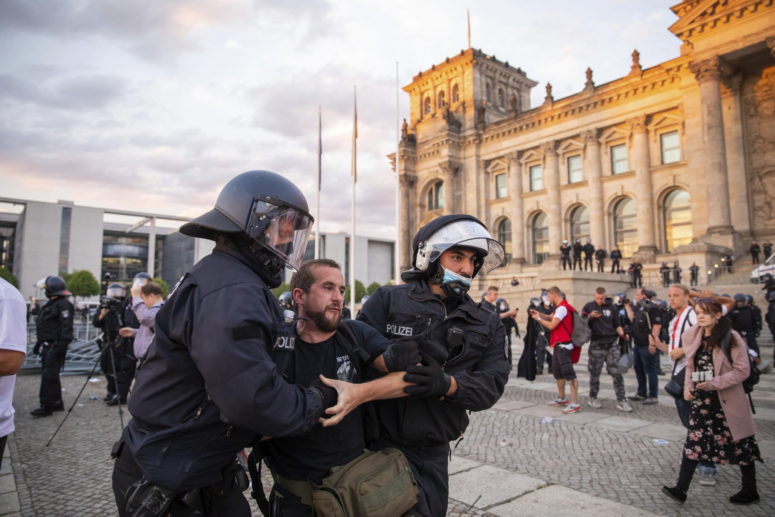 German leaders to condemn the far right trying to storm the Reichstag