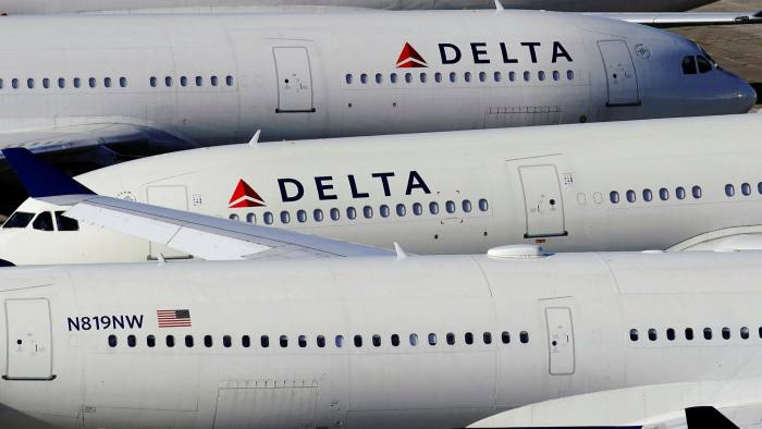 3 most important of the four passenger airlines require us to wear masks on flights